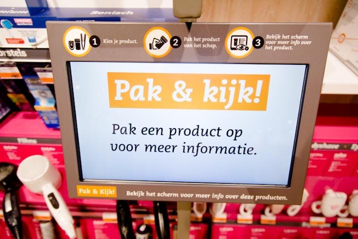 Interactief scherm: pak een product en bekijk het scherm voor meer informatie